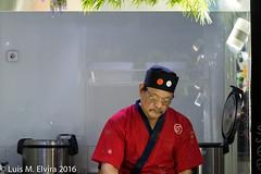 The Chinese cook. (luisephoto) Tags: madrid street espaa europa gente retratos hombre comunidaddemadrid robados