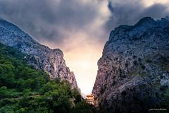 Poncebos (Jose HL) Tags: bulnes poncebos asturias nubes sol atardecer sunset fineart paisaje landscape