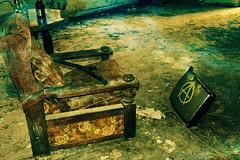fauteuil vide (philippejeanne) Tags: maison hante tristesse fauteuil abandonn sige sale bouteille alcool table tlvision peinture tag vieux