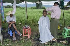PERRUQUER (Myanmar, agost de 2015) (perfectdayjosep) Tags: estatxan shanstate estadoshan mercatdephaungdawoo hairdressermyanmar perruquermyanmar perruquer perfectdayjosep phaungdawoomarket