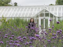 Marille, Hampshire 2016: Greenhouse (mdiepraam) Tags: hampshire 2016 england britain beaulieu garden flower greenhouse portrait pretty gorgeous attractive mature fiftysomething brunette woman lady milf elegant