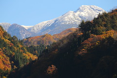 The snow capped peak (Teruhide Tomori) Tags: norikura japanalps mountain snow autumn nature landscape japan takayama nyukawa gifu chbusangakunationalpark tree mountainridge mtnorikura              ridge