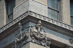 NYC_Fifth_142_003 (TNoble2008) Tags: 1898 1899 architectrobertmaynicke materialbrickbeige materialterracotta medallion ornament ornamentacanthus ornamentbandwave ornamentfestoon ornamentribbon ornamenttorch styleclassical typecommercial typecommercialloft typeurban