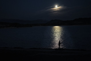 Fisherman Supermoon. Pescador con Superluna.