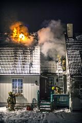 lmh-rundtjernveien124 (oslobrannogredning) Tags: bygningsbrann brann brannvesenet brannmannskaper slokkeinnsats brannslokking brannslukking røykdykker røykdykkere røykdykking begrensningslinje