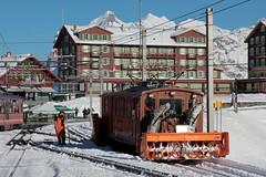 Lokomotive He 2/2 Nr. 8 der Jungfraubahn JB mit Schneepflug X 52 und Schneeschleuder auf der kleinen Scheidegg im Berner Oberland im Kanton Bern der Schweiz (chrchr_75) Tags: albumzzz201611november christoph hurni chriguhurni chrchr75 chriguhurnibluemailch november 2016 schnee snow neige neve nieve winter hiver inverno invierno bahn eisenbahn schweizer bahnen zug train treno albumbahnenderschweiz2016712 albumbahnenderschweiz schweiz suisse switzerland svizzera suissa swiss kantonbern berneroberland berner oberland jungfraubahn zahnradbahn chrchr chrigu schneeschleuder snowblower schneefräse souffleuse à sneeuw blazer spazzaneve albumwetterhorn wetterhorn alpen alps berg montagne montagna mountain wetterhörner grindelwald schleuder 雪