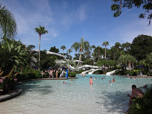 Crush 'n' Gusher : Disney's Typhoon Lagoon Water Park