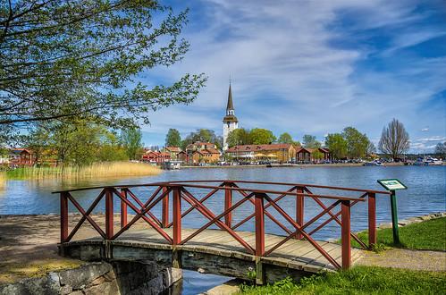 Bridge to romance