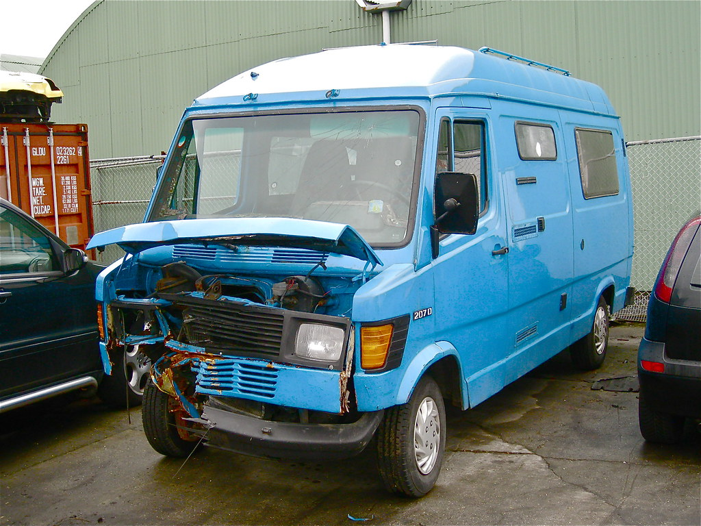The world 39 s best photos of 207d and camper flickr hive mind for Mercedes benz camper
