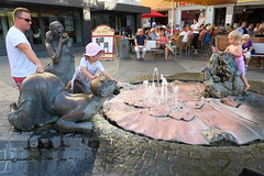 Wurzburg Fountain Play IMG_1263 (SunCat) Tags: travel cruise vacation canon river germany europe all powershot viking wurzburg 2015 g3x