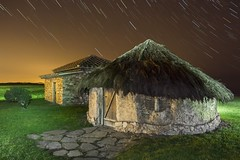 Choza Zilurnigos. Campa Torres. Asturias (j.cobiella) Tags: stars asturias estrellas nocturna gijon cabaña choza