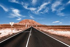 Road to Nowhere / Irgendwo im Nirgendwo (Daniela Hartmann (alles-schlumpf)) Tags: berg sand outdoor strasse fuerteventura kanaren himmel berge ziel fokus irgendwo kanarischeinseln teer hindernis strase nirgendwo landstrase zielstrebigkeit zielgerichtet zielvoraugen