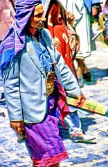 Sanaa' - Lokal fashion (gerard eder) Tags: people peopleoftheworld fashion mode world travel reise viajes asia middleeast yemen sanaa man outdoor street streetlife