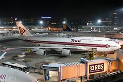 HS-TGL, Boeing 747-4D7 of Thai Airways. (David James Clelford Photography) Tags: hstgl boeing7474d7 thaiairways frankfurtammaininternationalairport 28thoctober2005 747 747400 boeing747 aircraft airplane airliner airport aviation civilaviation aeroplane jet jetliner boeing