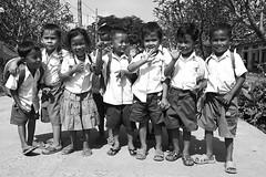 Ecoliers Cambodge Cambodia _5025nb (ichauvel) Tags: enfants childrenboys girls écoliers school chilhood fun heureux happy smiles sourires rires laugh école bandedebambins amis friends joie happiness exterieur outside day jour cambodge cambodia asiedusudest southeastasia vyage travel contents unifromes kodach ile de la soie