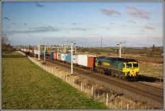 66517 Barby Nortoft (Jason 87030) Tags: liner freight freightliner toft barbynortoft birthday november 2009 clouds scene view northants wcml loop 66517 4l93 lawleyst street felixstowe cargo boxes containers locomotive