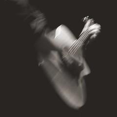 vibrazioni di chitarra (fotomie2009) Tags: southern cross guitar chitarra acustic acustica mosso bn bw monocromo monochrome live music concert instrument musical raindogs house savona