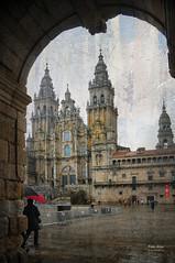 (404/16) Lloviendo, como casi siempre (Pablo Arias) Tags: pabloarias photoshop nxd cielo nubes espaa arquitectura catedral lluvia paraguas monumento santiago acorua comunidadgallega