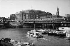 Hamburg Sommer 2016 (Udo Afalter) Tags: hamburg wasserstrase brcke bahn stadtbahn michel boot fujifil690iii fujinon ilfordxp2 hamburgerhafen udoafalter kami kamiscanfluid epsonv700 nasscan fujifilm c41entwicklung analogefotografie