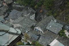 2008 Val d' Aosta - Forte di Bard (antosti) Tags: nikon italia tetti d70s case bard pioggia forte valdaosta copertura ardesia