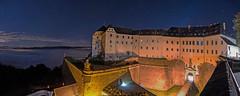 Morgens 5 Uhr auf der Festung Königstein (matthias_oberlausitz) Tags: panorama schweiz nebel eingang saxony himmel sachsen gebäude beleuchtung lichter nachtaufnahme festung sächsische elbsandsteingebirge königstein nebelmeer sternenhimmel angestrahlt