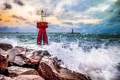 Farol do Sol - Foz do Rio Potengi - Natal-RN - Brasil (rqserra) Tags: brazil lighthouse brasil natal faro mar farol splash phare fyr leuchtturm oceano onda fyret majakka rqserra