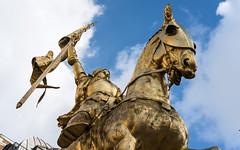 Jeanne d'Arc (Morten Kirk) Tags: mortenkirk morten kirk paris autumn fall france efterår frankrig 2016 travel holiday vacation sony a7rii a7r ii sonya7rii ilce7rm2 zeiss sonnar t fe 55mm f18 za sonnartfe55mmf18za sel55f18z sculpture statue jeanne darc golden city