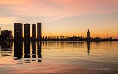 Reflejos de un amanecer.jpg (Ruiz Molina) Tags: mar paisaje cielo otoño alairelibre