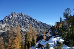 Mt Stuart from Ingalls Pass (Sean Munson) Tags: snow mountains washington hiking stuart nationalforest larch alpinelakeswilderness mtstuart mountstuart alpinelakeswildernessarea ingallswaytrail ingallsway trail1390 okanoganwenatcheenationalforest trail1360 ingallswaytrail1360 ingallsway1390