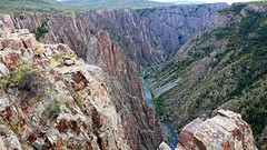 Chasm view of the Gunnison River in the Black Canyon of the Gunnison National Park (lhboudreau) Tags: outdoors outdoor landscape landscapes southrim colorado usa rimdrive rimdriveroad blackcanyon gunnison blackcanyonofthegunnison westerncolorado park nationalpark blackcanyonofthegunnisonnationalpark gunnisonriver canyon canyons river stone cliff cliffs rock rocks chasm crag rockformation rockformations gorge