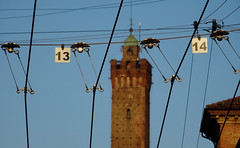 Bologna (Italy) - Torre degli Asinelli (Danielzolli) Tags: italien wlochy taliansko italiansko italia italija italy italie    romagna emiliaromagna altstadt starowka oldtown cascoviejo cittavecchia vielleville stadt city mesto bologna bolonya bologne turm asinelli torredegliasinelli torreasinelli tower torre
