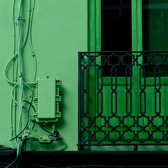 Barrio Cabanyal: casa dipinta con 2 tonalit di verde. Barrio Cabanyal: house painted with two shades of green ( Elettrocitt/electrocity) (sandroraffini) Tags: verde green shades elettrocitt electrocity cabanyal spain spagna cables fiber boxes traditional balcone balcony houses urban exploration details minimalismo monocromo monochrome square minimalism barrio abstract reality sandroraffini electrical broadband valencia surreal canon 70200 window