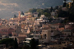 A Look throught the wall (dieLeuchtturms) Tags: 3x2 europa europe italia italien italy sicilia sicily sizilien taormina