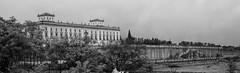 Palacio de Boadilla (Marcus FG) Tags: boadilladelmonte sel35f18 sony nex nex6 blancoynegro blackandwihte nublado cloudy