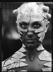 Maskerade 2016/2 (Jürgen Hegner) Tags: wideopen schwarzweis jürgenhegner nikkorw240 portrait analog shenhao largeformat xrayfilm xray 13x18cm blackandwhite mask shenhaofcl57