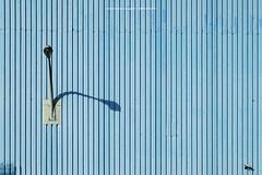 DA MACHT ABER JEMAND EINEN LANGEN HALS (rolleckphotographie) Tags: architecture architektur facade fassade minimal minimalism lampe lamp sony slta65v stefanrollar simplicity urban rolleckphotographie schatten shadow essen