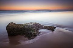 Roca varada (Pirata Larios) Tags: orilla mar carloslarios musgo 60d atardecer largaexposicion verano costa roca 2015 canon arena cielo playa