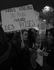 _DSF9044 (sergedignazio) Tags: france paris street photography photographie fuji xpro2 internationale lutte violences femmes