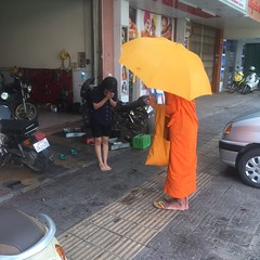(shangleo) Tags: phnom penh cambodia street photography monk beg donate pray prayer