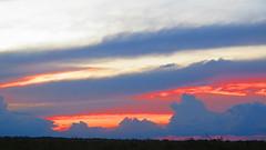 "coucher de soleil dans la pampa <a style=""margin-left:10px; font-size:0.8em;"" href=""http://www.flickr.com/photos/83080376@N03/20325981343/"" target=""_blank"">@flickr</a>"