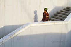 (Lucille Kanzawa) Tags: streetphotography passage passagem turkmenistan fotografiaderua turcomenisto mulherturcomena turkmenistanwoman turkmenistangirl
