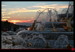 Des paysans pas encore en lumire ! (mamnic47 - Over 6 millions views.Thks!) Tags: eau perspective versailles soleilcouchant photodenuit latone jetsdeau versailleschateaudeversailles bassindelatone img1588 grandeseauxnocturnes effetsdelumires paysansdelycie