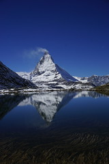 Spiegelung Riffelsee (HeiAld) Tags: mountain alps schweiz switzerland suisse swiss sony zermatt matterhorn bergsee wallis 6000 alder cervin heini ilce oberwallis