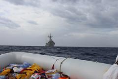 2015/10/22 La fragata 'Canarias' participa en el rescate de más de 100 inmigrantes que se encontraban a la deriva en una embarcación neumática. Foto: EMAD (Ministerio de Defensa) Tags: armada canarias mediterráneo fragata rescate 2015 inmigración operacionsophia