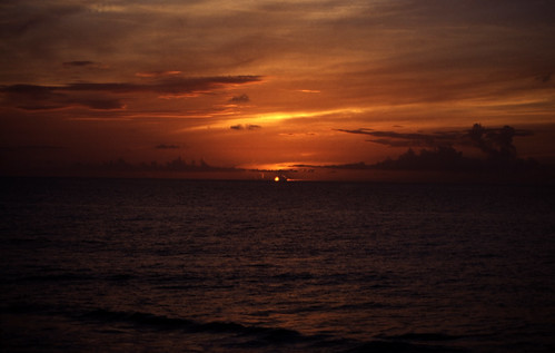"Bahamas 1988 (097) New Providence: Sonnenuntergang • <a style=""font-size:0.8em;"" href=""http://www.flickr.com/photos/69570948@N04/23165929079/"" target=""_blank"">View on Flickr</a>"
