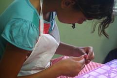 IMG_7154 (Vitor Nascimento DSP) Tags: party brazil brasil kids cores children diy kid arte handmade colorfull sopaulo artesanato artesanal oficina sp workshop criana festa crianas reciclagem pulseiras pulseira almofada 011 brincando infncia brincadeira criao colorido desenhando pintando educao criatividade almofadas festainfantil reutilizao crianasbrincando faavocmesmo festaemcasa arteca