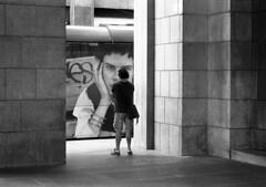 Milano (Valt3r Rav3ra - DEVOted!) Tags: nikonf90x nikon analogico film 35mm bw biancoenero blackandwhite milano fotodistrada streetphotography street valt3r valterravera visioniurbane urbanvisions ilfordhp5