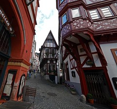 Greetings from the Middle Ages (heinrich_511) Tags: bernkastelkues germany mittelalter middleages city rivermoselle mosel gx7 wideangle town
