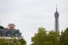 IMG_9403 (Irirarara) Tags: paris francia france torreeiffel toureiffel eiffeltower airelibre cielo sky tejados arquitectura edificios ventanas balcones