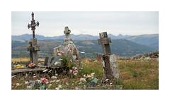 Quelque part en Cantal (Yvan LEMEUR) Tags: ronesque cantal auvergne cimetire tombes landscape silence patrimoine crosderonesque brommat carlat goul valledugoul france carladez